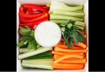 Овощной дип с зеленым соусом